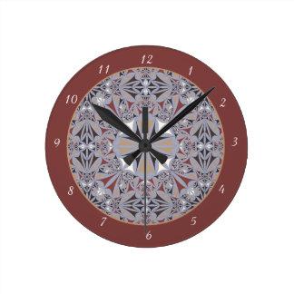 バーガンディおよび灰色のエレガントなパターン ラウンド壁時計