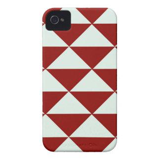 バーガンディおよび白い三角形 Case-Mate iPhone 4 ケース