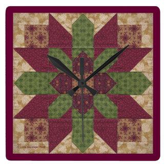 バーガンディのキルトにされた緑の星 スクエア壁時計