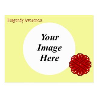 バーガンディの花のリボンのテンプレート ポストカード