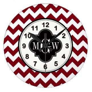 バーガンディ白いシェブロンの黒いクローバー3のモノグラム ラージ壁時計