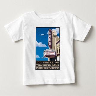 バークレー、カリフォルニアのSolanoの道のカシの劇場 ベビーTシャツ