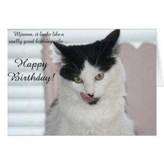 バースデー・カード: お誕生日ケーキを楽しむこと準備ができた猫 カード