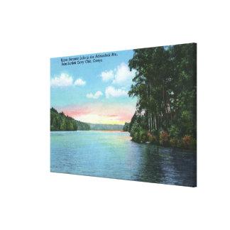 バートレットは上部のSaranac湖のクラブ眺めを運びます キャンバスプリント