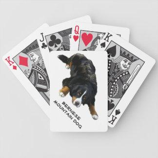 バーニーズ・マウンテン・ドッグの敷物の姿勢カード バイスクルトランプ