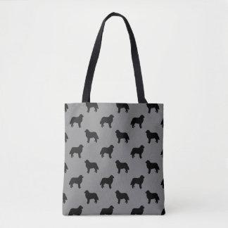 バーニーズ・マウンテン・ドッグはパターン灰色のシルエットを描きます トートバッグ
