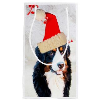 バーニーズ・マウンテン・ドッグWのクリスマスの帽子のギフトバッグ スモールペーパーバッグ