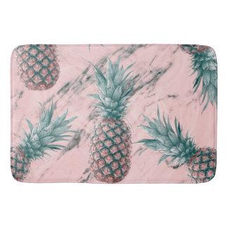 パイナップル及びピンクの大理石の渦巻のモダンな熱帯上品 バスマット