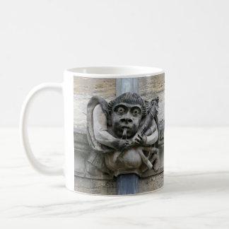 パイパーおよびこっけい者のガーゴイルのマグ コーヒーマグカップ