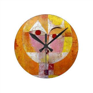 パウル・クレーのSenecioの絵画 ラウンド壁時計