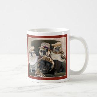 パグおよびキスによる格子縞のパグのマグのパグ コーヒーマグカップ