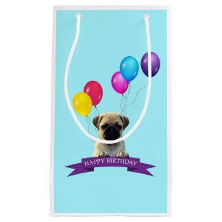 パグの小犬のハッピーバースデーのギフトバッグ スモールペーパーバッグ