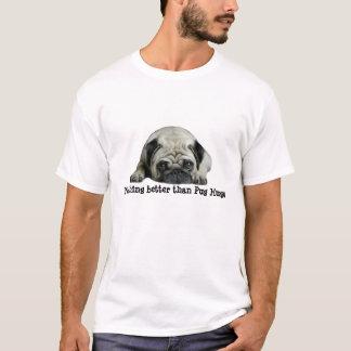 パグはパグよりよい何もワイシャツを抱き締めません Tシャツ