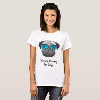 パグサンディエゴを夢を見るCaliforina Tシャツ