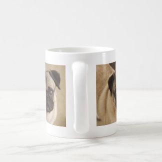パグ犬の子犬 コーヒーマグカップ