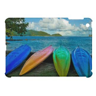 パゴパゴのビーチのカラフルなカヌー iPad MINIケース