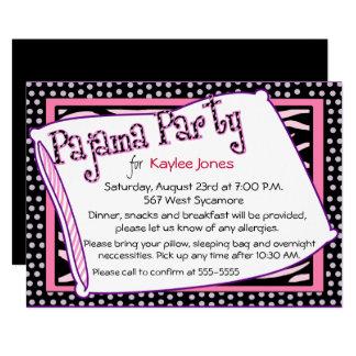 パジャマ・パーティーの水玉模様のピンク カード