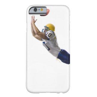 パスをつかまえているフットボール選手 BARELY THERE iPhone 6 ケース
