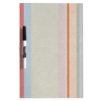 パステルカラーの革プリントで縞で飾りましたり及び並びます ホワイトボード