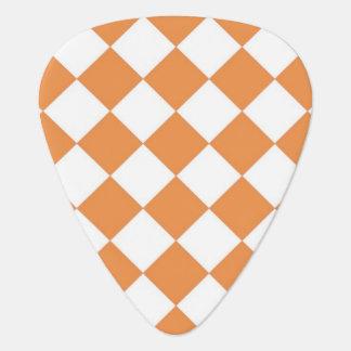 パステル調のオレンジダイヤモンドのチェッカーボードパターン ギターピック