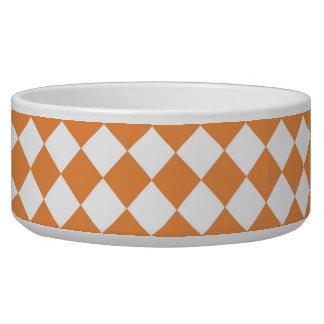 パステル調のオレンジダイヤモンドのチェッカーボードパターン 犬用ごはん皿