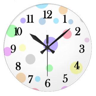 パステル調の水玉模様パターン ラージ壁時計