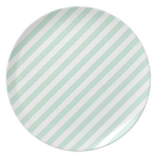 パステル調の海の緑および白の縞 プレート