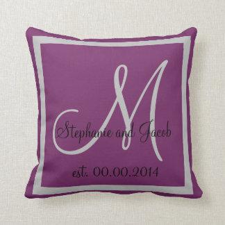 パステル調の紫色および銀製灰色の結婚式の記念品 クッション