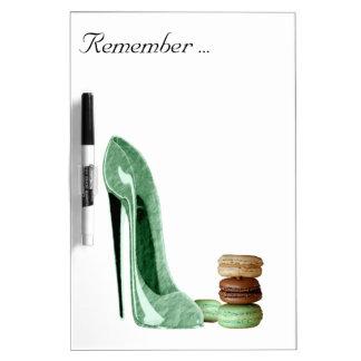 パステル調の緑の小剣およびフランスのなMacaroonsの芸術 ホワイトボード