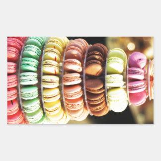 パステル調の虹によってフランス人のMacaronの積み重ねられるクッキー 長方形シール