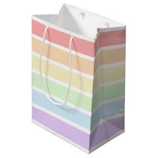 パステル調の虹のストライプのな中型のギフトバッグ ミディアムペーパーバッグ
