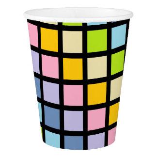 パステル調の虹は黒を平方します 紙コップ
