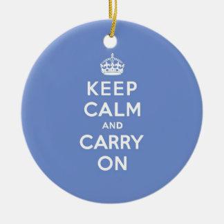 パステル調の青いKeep Calm and Carry On セラミックオーナメント