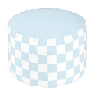 パステル調の青および白いチェッカーボード プーフ