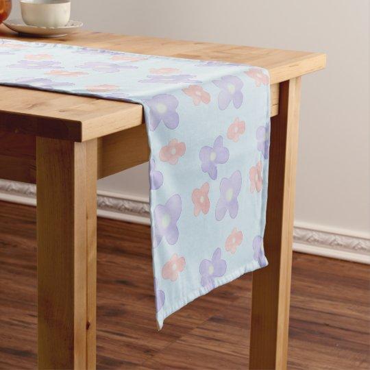 パステル調の青のピンクの青い花 ショートテーブルランナー