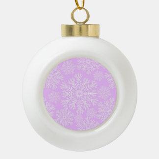 パステル調ピンクそしてホワイトクリスマスの雪片パターン セラミックボールオーナメント