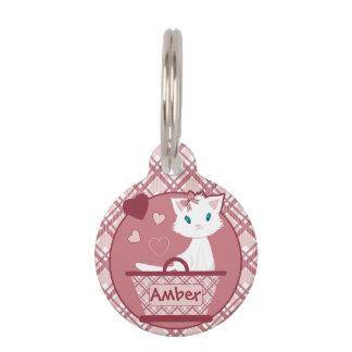 パステル調ピンクのタータンチェックのバスケットのかわいく白い子ネコ ペット ネームタグ