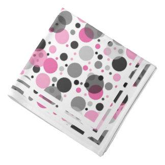 パステル調ピンクのレトロのシックな灰色の水玉模様パターン バンダナ