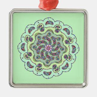 パステル調ピンクの花の対称のデザイン メタルオーナメント
