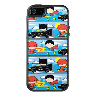 パターンを競争させているチビ(小さくかわいく書いた感じ)のフラッシュ、スーパーマンおよびバットマン オッターボックスiPhone SE/5/5s ケース