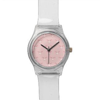 パターンを繰り返すピンクのブタの顔 腕時計