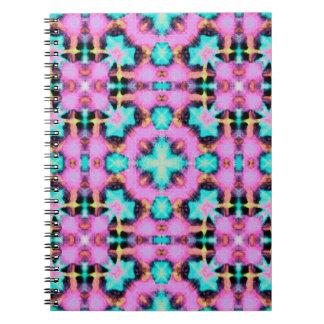 パターン(の模様が)あるなピンクの電気Shibori ノートブック