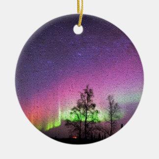 パチパチ鳴る音の質の芸術のNorthern Lightsの空アラスカ セラミックオーナメント