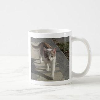 パッチの歩くこと コーヒーマグカップ