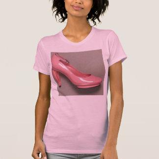 パテントのピンクのshoee tシャツ