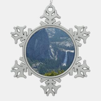パノラマの道ヨセミテからのネバダの滝 スノーフレークピューターオーナメント