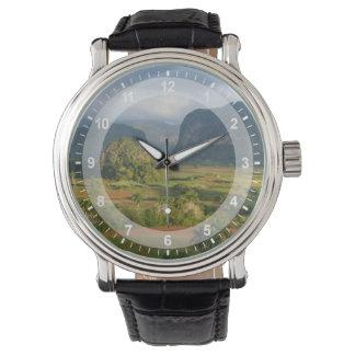 パノラマ式の谷の景色、キューバ 腕時計
