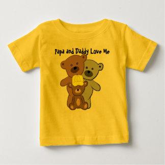 パパおよびお父さんは私を愛します ベビーTシャツ