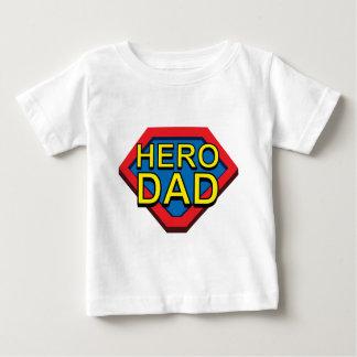 パパの英雄 ベビーTシャツ