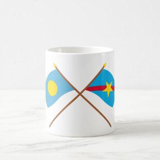 パラオ諸島およびNgaraardによって交差させる旗 コーヒーマグカップ